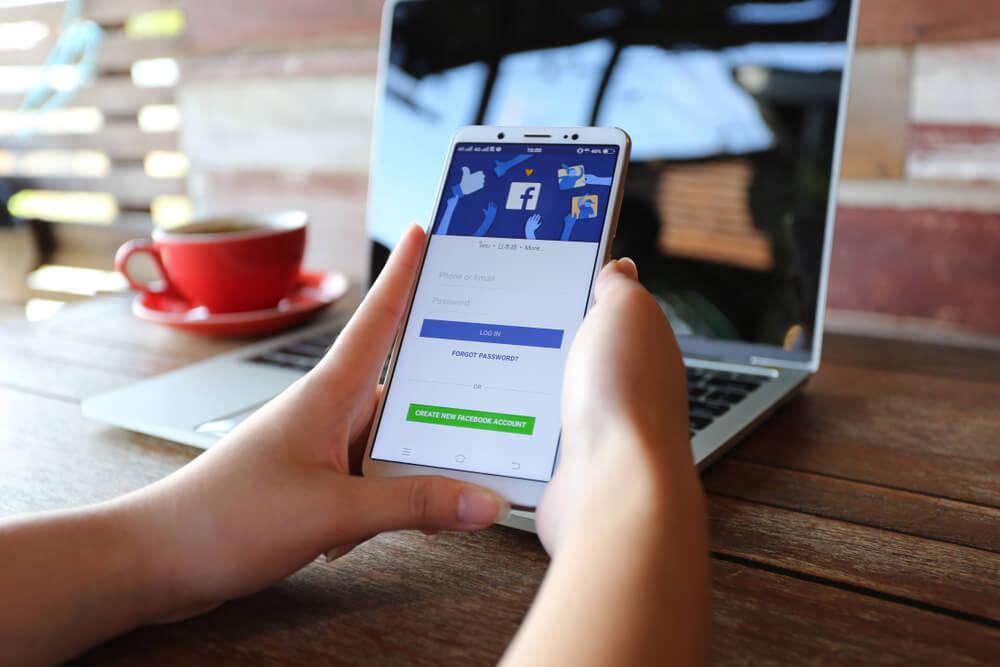 Evo kako lako možete saznati ko vas sve prati na Fejsbuku