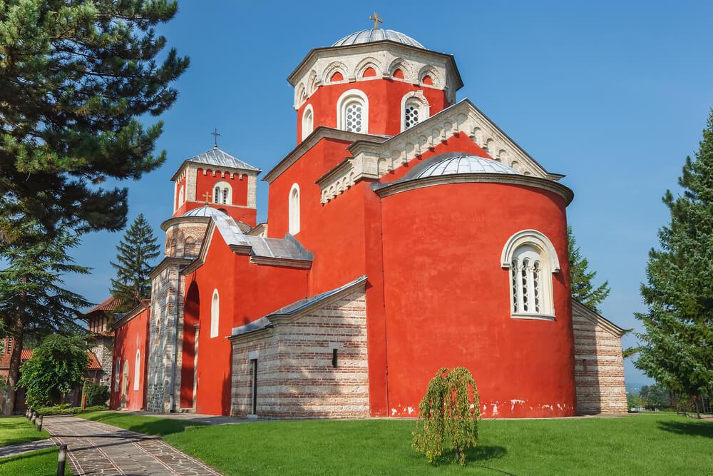 Zašto je manastir Žiča crvene boje?