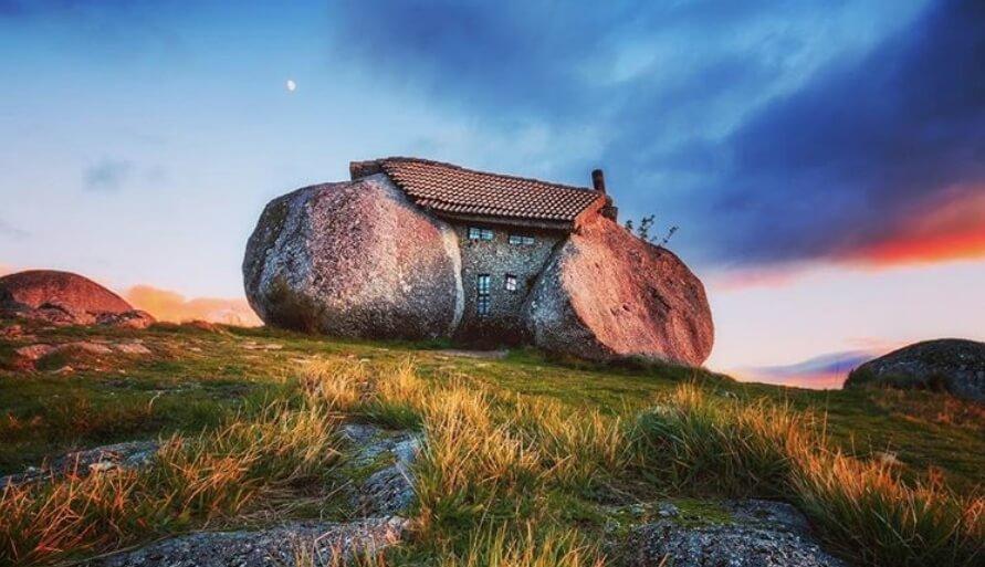 Neverovatna kuća od kamena kao da je od porodice Kremenko