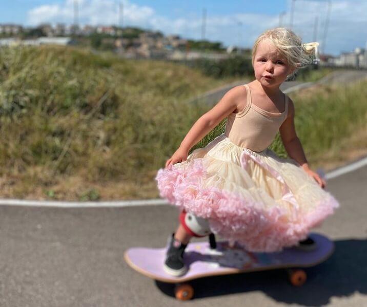 Trogodišnja Britanka je najmlađa skejtborderka na svetu!