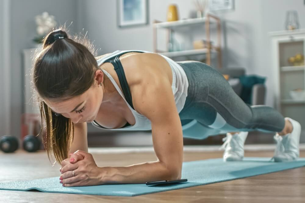 3 jednostavne vežbe za kućni trening – zategnite telo u 15 minuta