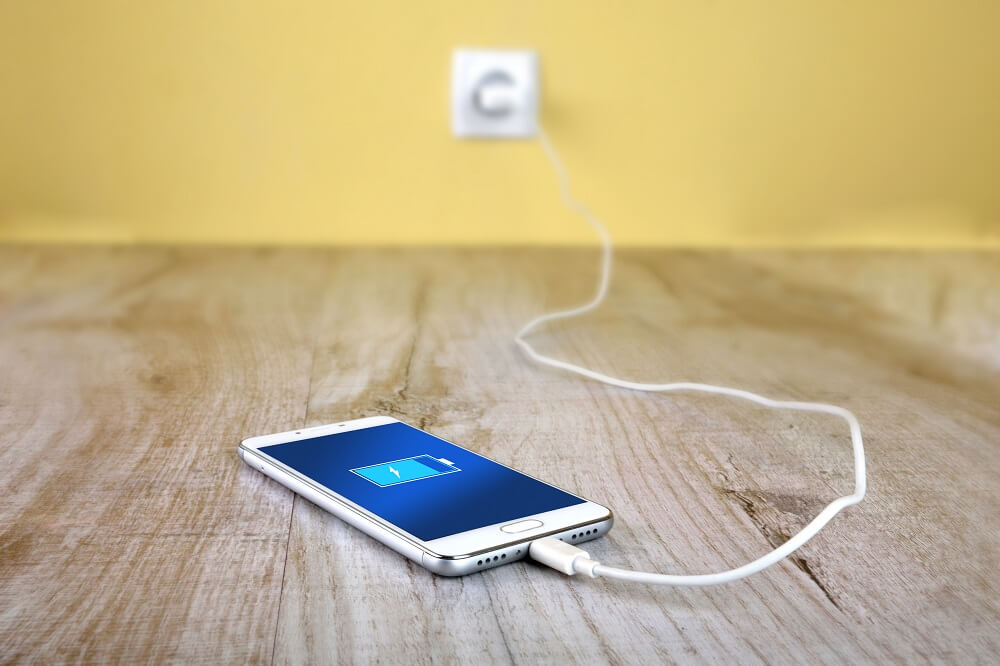 Da li je dobro držati telefon na punjaču cele noći?