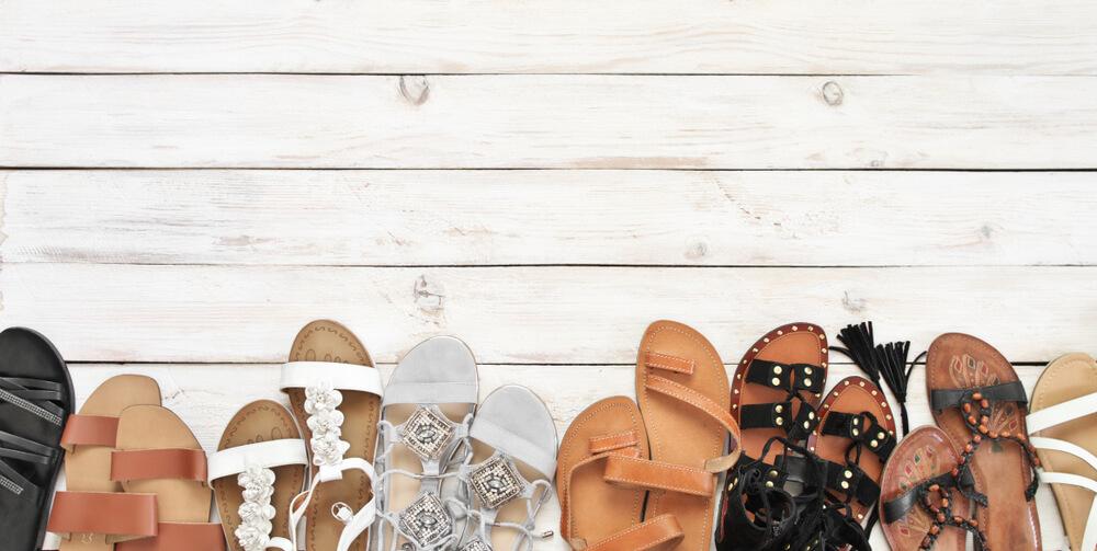 Ravne i udobne – popularne sandale koje žene ovo leto posebno vole
