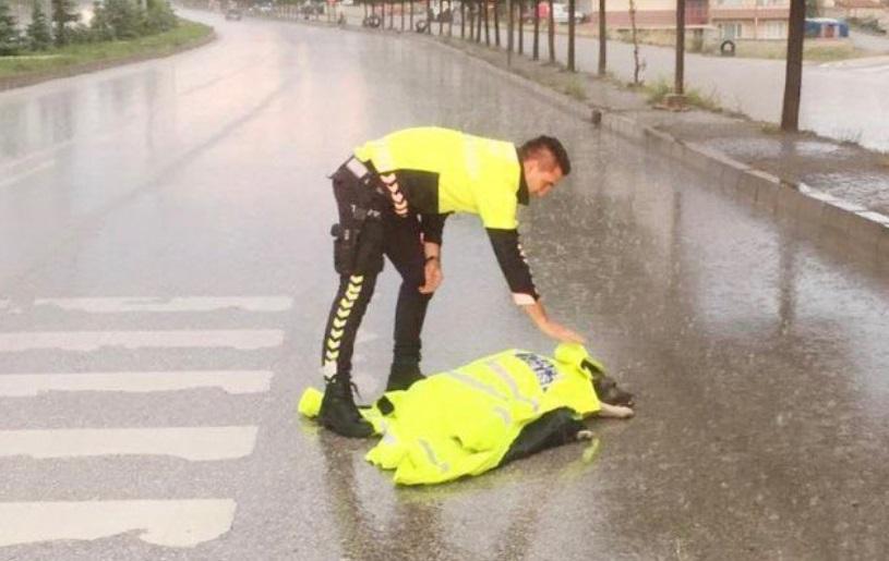 Turski policajac vraća veru u čovečanstvo