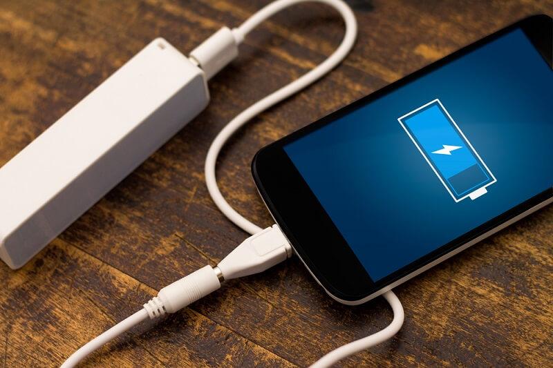 Ostavljanje telefona na punjaču preko noći – da li je dobra ideja?