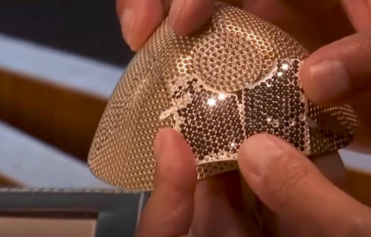 Ovo je najskuplja maska protiv koronavirusa – čak 3.600 belih i crnih dijamanata!