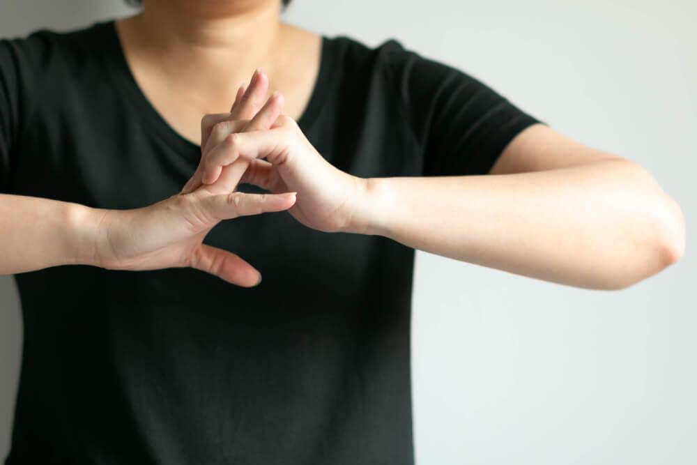 Šta se zapravo dešava u našem telu kada pucketamo zglobovima i vratom