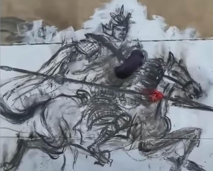 Umesto četkice i boja – ovaj umetnik slika po zidu sa užarenim ugljem!