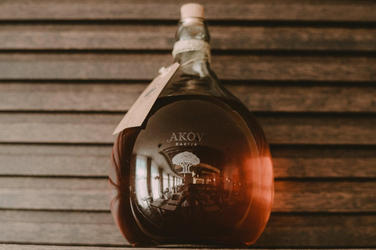 Da li znate uz koje piće Srbi najradije nazdravljaju?