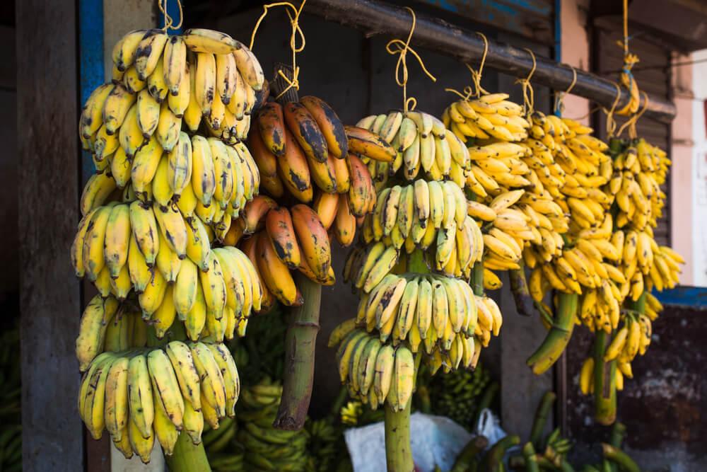 Da li znate zašto banane na pijaci često vise u vazduhu?