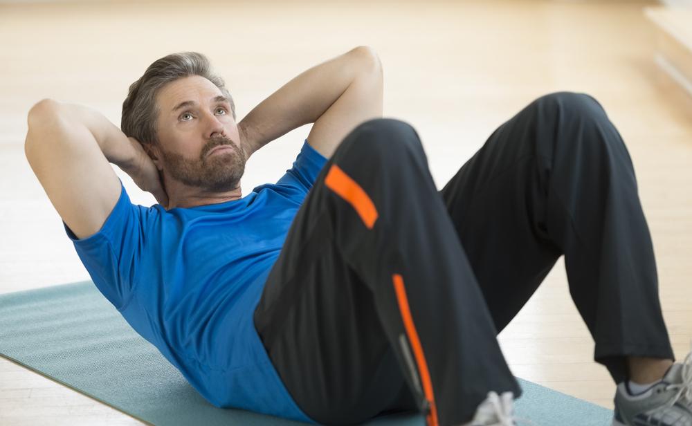 Izgradite svojih 6 kvadrata na stomaku u kućnim uslovima uz ovaj mini-trening