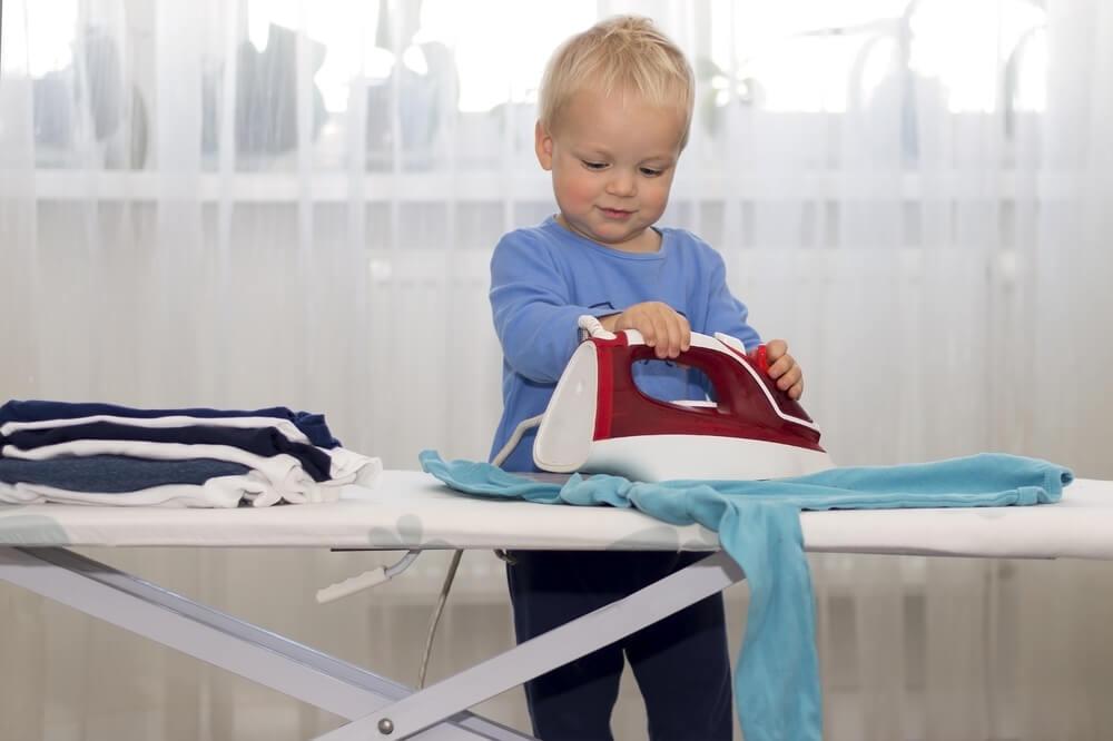 Kako da naučite dete da namešta krevet, pakuje odeću i rasprema stvari