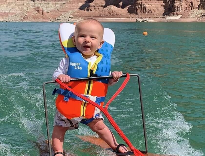 Beba Rič ima samo šest meseci i već skija na vodi!