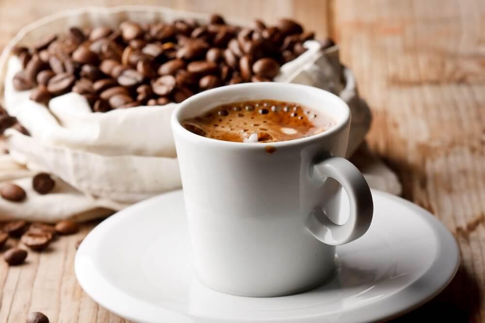 Koliko šoljica je dozvoljeno? Stručnjaci nam otkrivaju koliko kafa može biti opasno