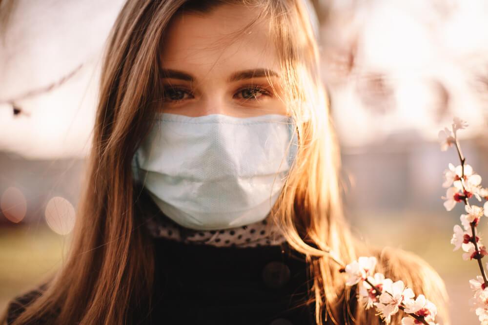 Kako da saznate namere i emocije sagovornika kada nosi masku?
