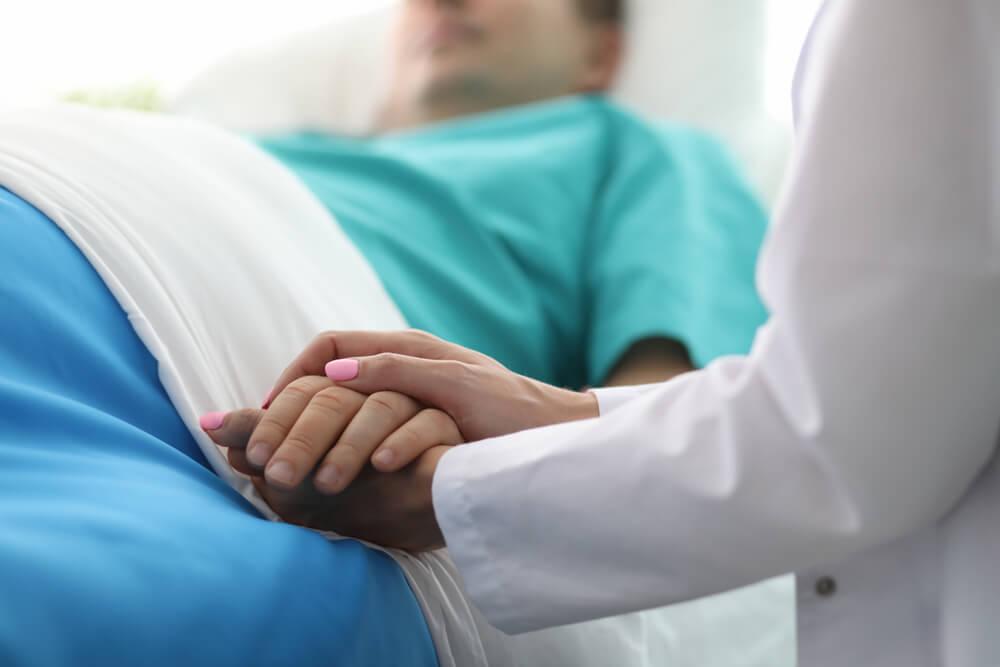 Muškarac se probudio iz kome i tražio dve stvari od medicinske sestre – nasmejao je celu bolnicu