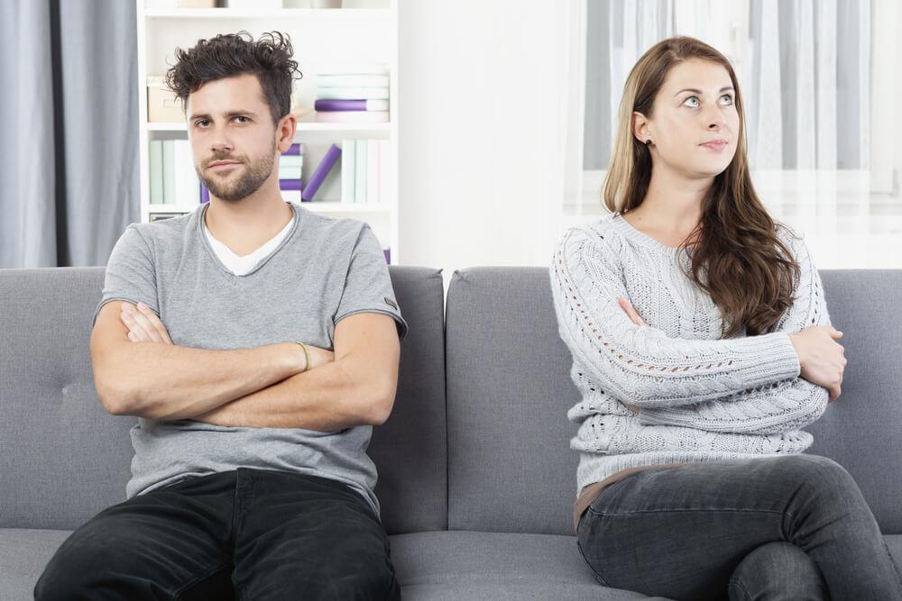 """""""Kad sam ljuta na muža, donji veš mu složim naopako!"""" – ovo su najgore i najsmešnije podvale koje parovi rade"""