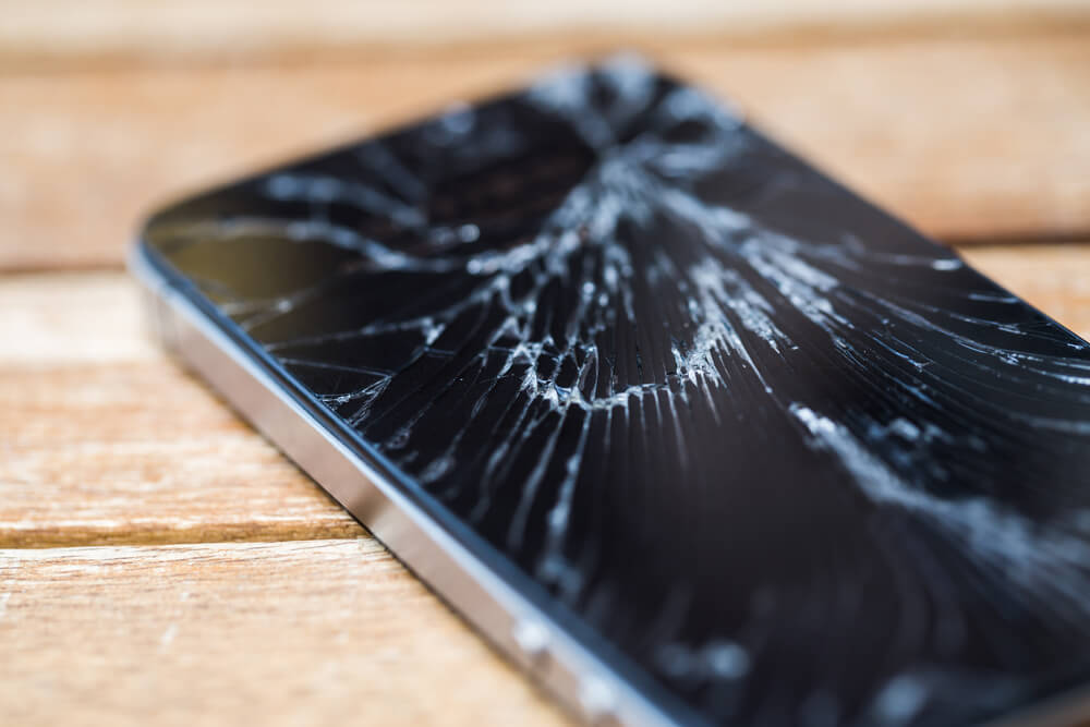 Napravljena tečnost za slomljen ekran: Mobilni se polije, a ekran bude kao nov