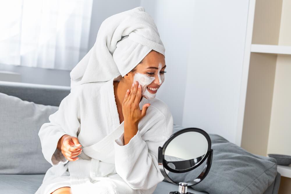 Za mnoge žene bolje od kupovnih: Pet recepata za domaće maske za lice koje stvarno deluju
