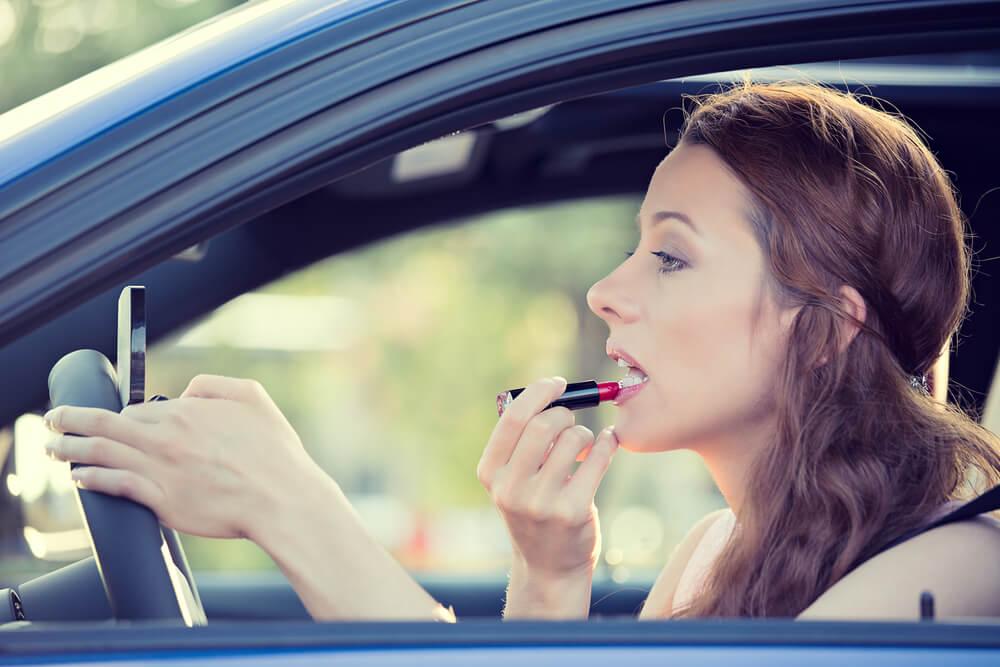 Greške u šminkanju koje prave žene za koje pomislimo da su imale jedinicu iz likovnog
