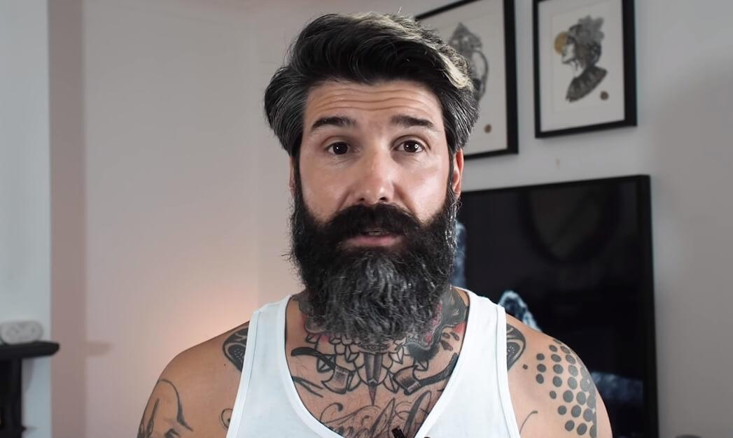 Muškarac se obrijao nakon 10 godina – reakcija njegove žene je neprocenjiva