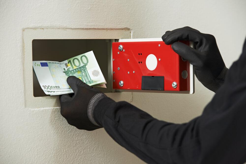 Detektivska mozgalica – ko je obio sef i odneo novac?