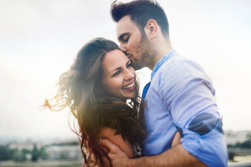 Žene magneti – šta je to čemu muškarci ne mogu da odole kod njih?