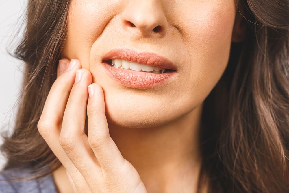 Nije baš dobar znak – evo šta znači kada sanjamo da nam ispadaju zubi
