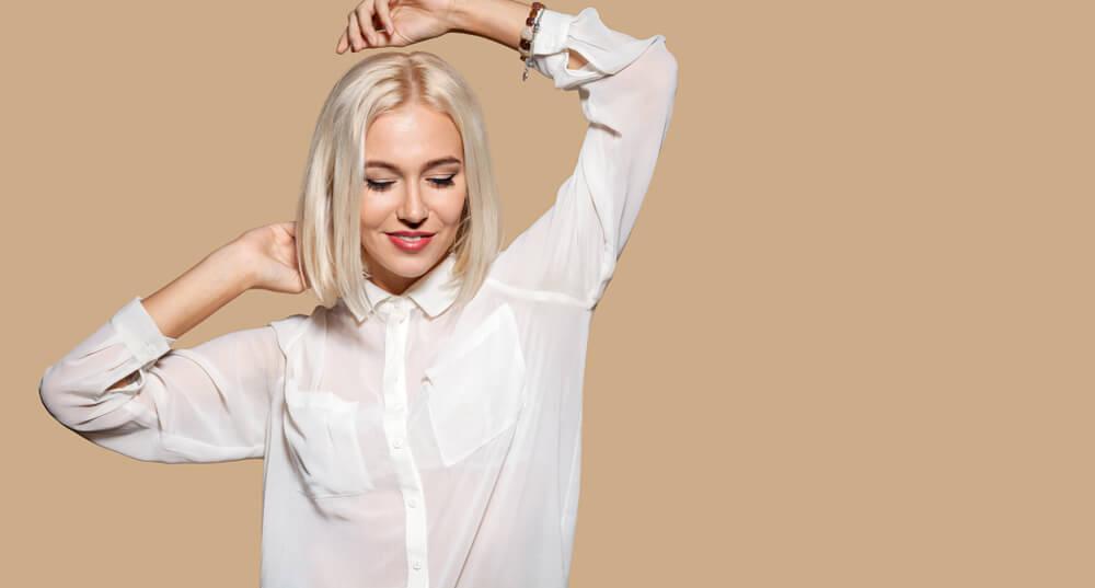 Nekoliko načina na koje možete nositi nezamenjivu belu košulju