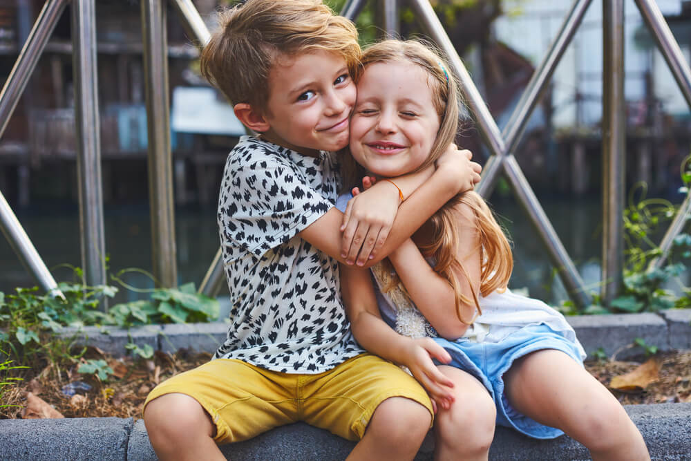 Brat i sestra – Odnos koji je privilegija i koji nas čini bogatima