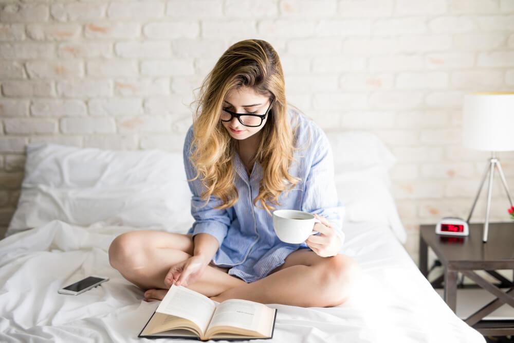 Večita dilema za muškarce – da li im je važno da je devojka pametna ili zgodna?