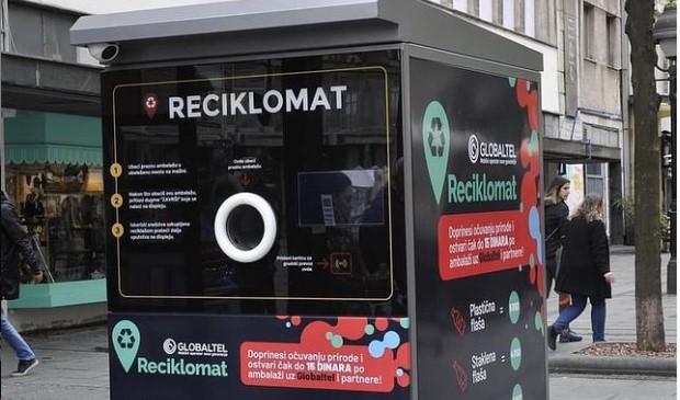 Postavljen reciklomat u centru Beograda, za svaku plastičnu flašu dobijate pet dinara
