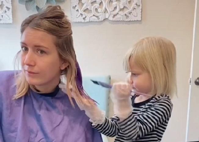 Mama dopustila trogodišnjoj ćerki da joj oboji kosu, rezultat će vas zapanjiti