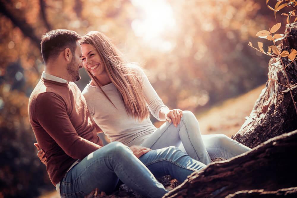"""4 jednostavna načina da naterate muškarca da se zaljubi u vas """"do ušiju"""""""