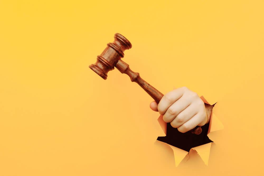 Rupa u zakonu omogućila mu je što duže plaćeno odsustvo!