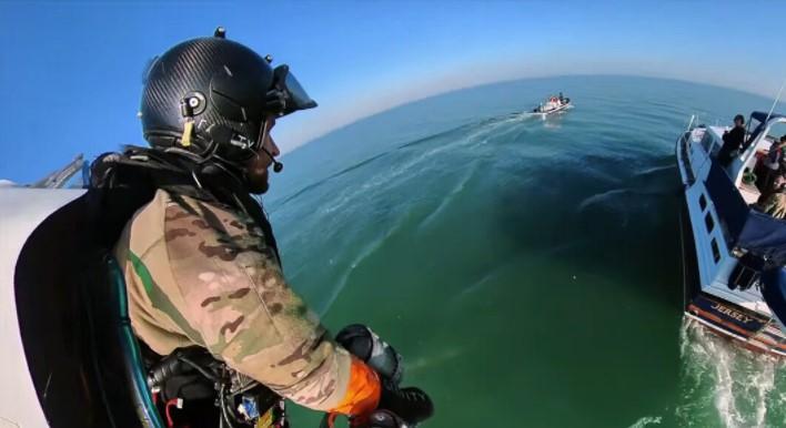 """Poput superheroja – Marinci Velike Britanije """"dobili krila"""" sa kojima se penju na brodove"""