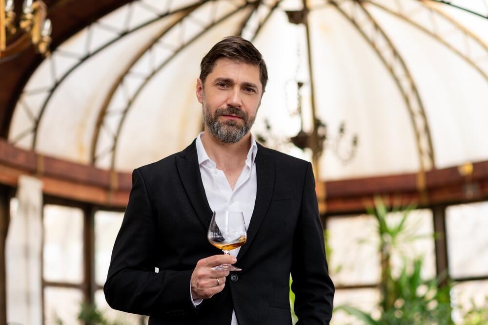 """Nakon uspešne serije """"Tajne vinove loze"""" – glumac Nebojša Milovanović otkriva koje piće najviše voli da pije"""