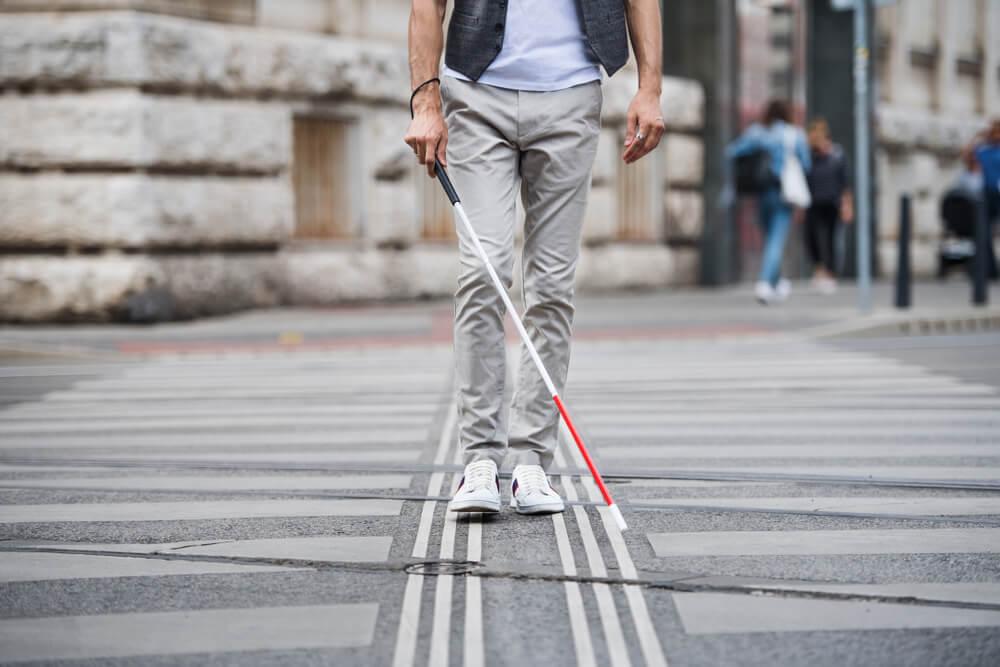Na pragu revolucije – u Francuskoj slepom čoveku vratili vid!