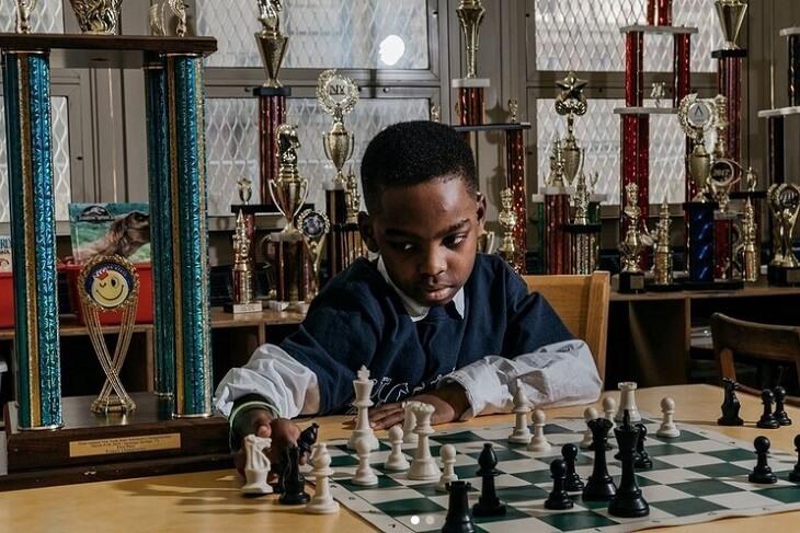 Tanitoluva Adevumi – dečak beskućnik postao nepobedivi šahovski majstor!