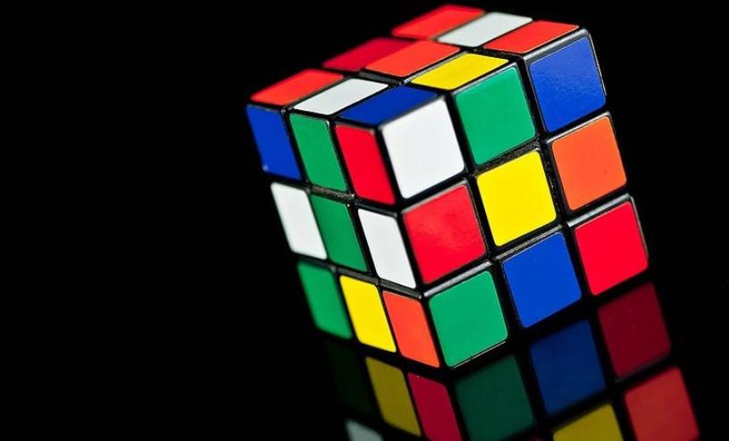 Ovaj momak je sklapanje Rubikove kocke pretvorio u umetnost
