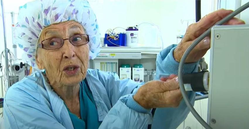 Najstarija medicinska sestra je posle sedam decenija otišla u penziju