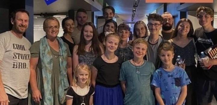 Velika porodica – Dženi i Rej iz Australije imaju 16-oro dece, ne nameravaju da se zaustave!