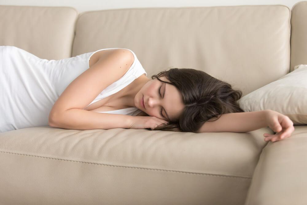 Postoje koristi i bez njega – Zašto je ponekad dobro spavanje bez jastuka?