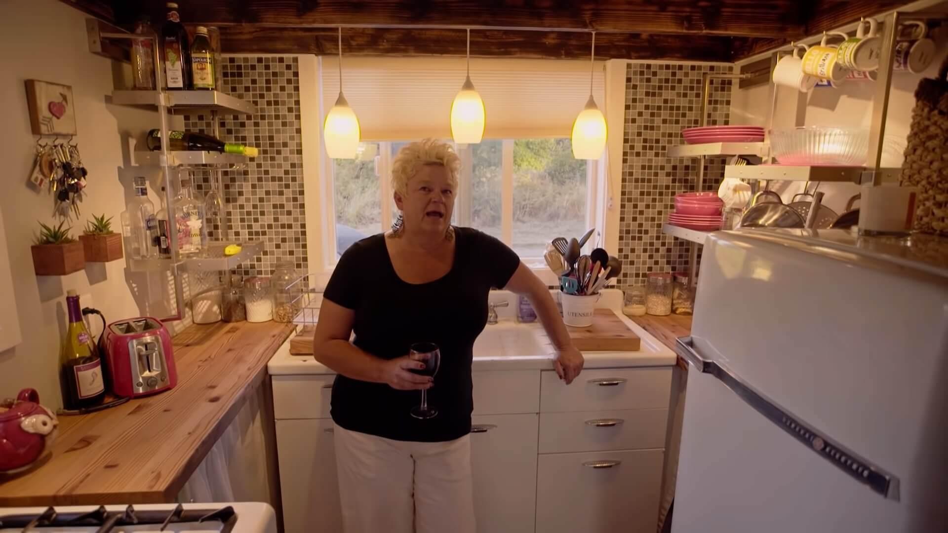 Genijalna ideja – Samohrana majka sama sagradila kuću gledajući Jutjub
