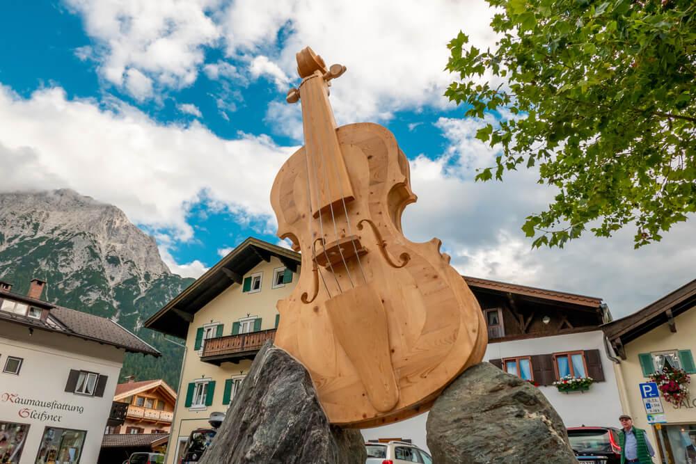 Upoznajte Mitenvald – Prelep grad sa Alpa u kome se prave violine