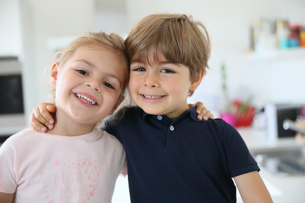 Naučno dokazano – Oni koji su rasli uz sestru imaju veće šanse da budu dobri ljudi