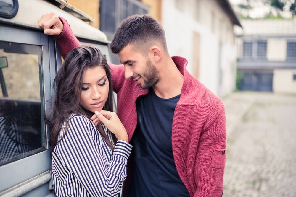 Kako osvojiti žensko srce – Neki momci moraju da nauče ove trikove kako bi naučili da flertuju